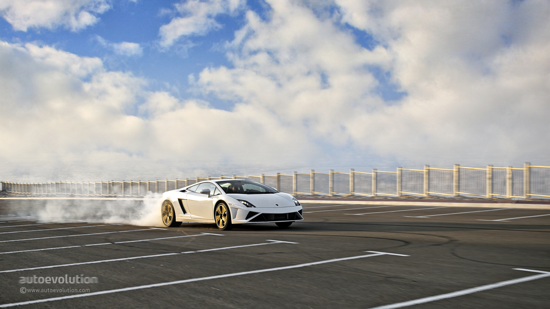 LP550-4 Burnout Vs. Ferrari 458